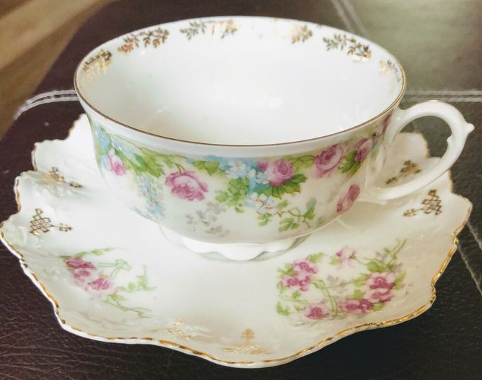 MZ Austria Habsburg China Vtg Porcelain Footed Cup & Saucer Set Gold Pink roses