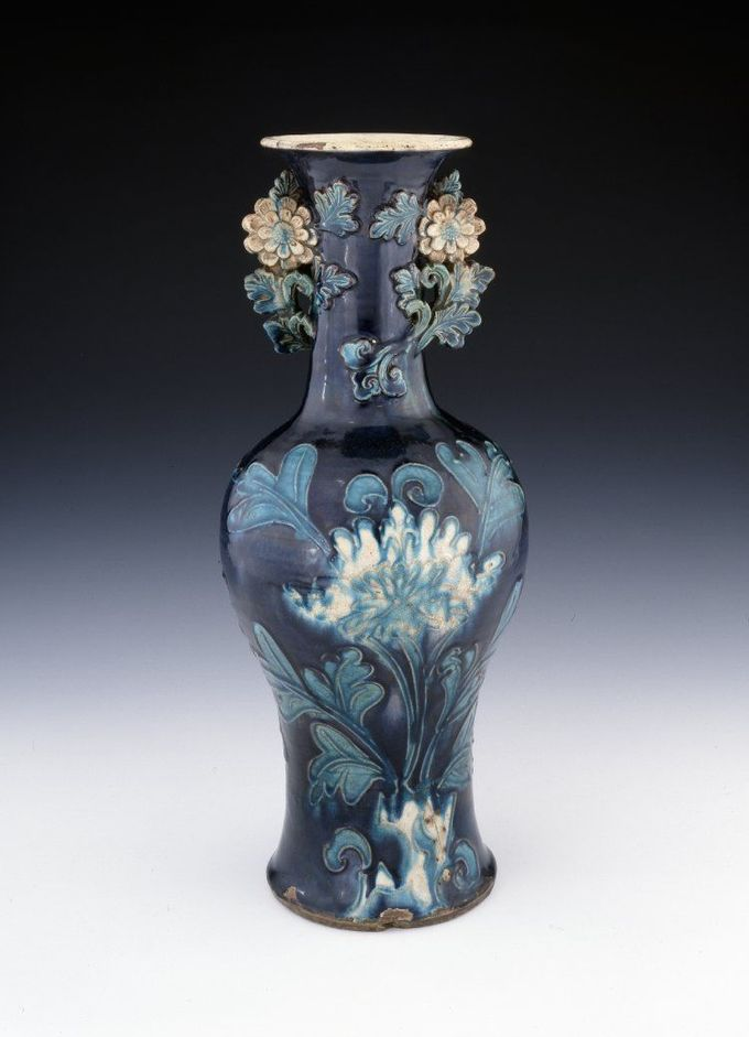vase  China, Ming dynasty, 1573-1520,  Materialsporcelain  fahua, H. 48.8 cm  British Museum, 1936,1012.281
