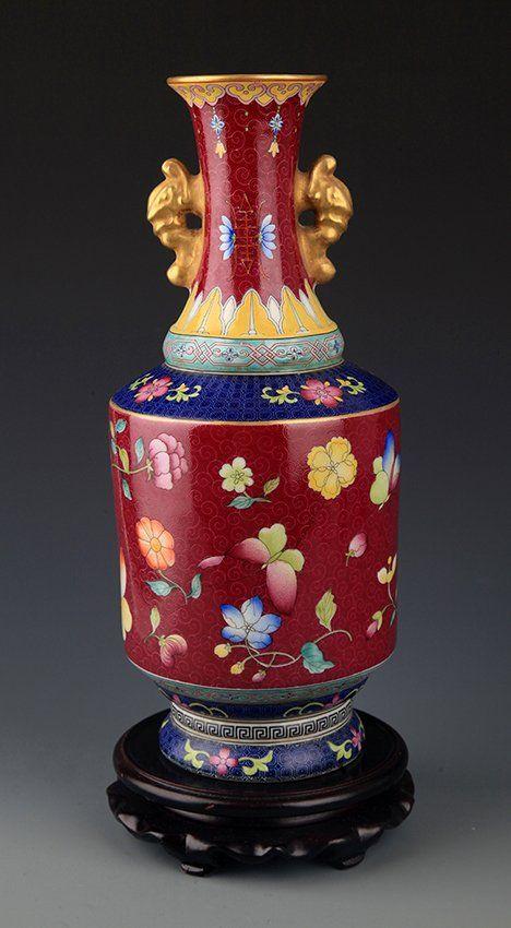 A PURPLE GROUND DOUBLE EAR PORCELAIN JAR. Qing Dynasty.