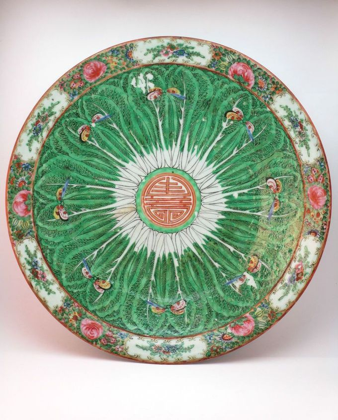 ANTIQUE EARLY 20thC CHINESE PORCELAIN FAMILLE VERTE LEAF DESIGN CHARGER PLATE