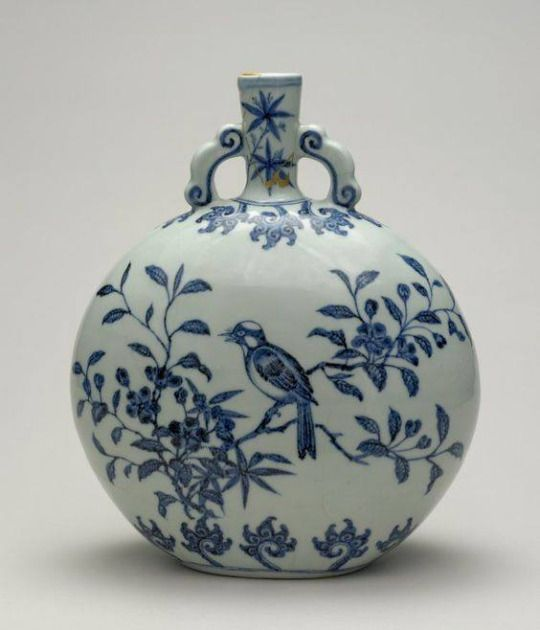 A blue and white  bird and flower  moon flask, Ming dynasty, early 15th century. Copyright the Sir Percival David Collection © The Trustees of the British Museum
