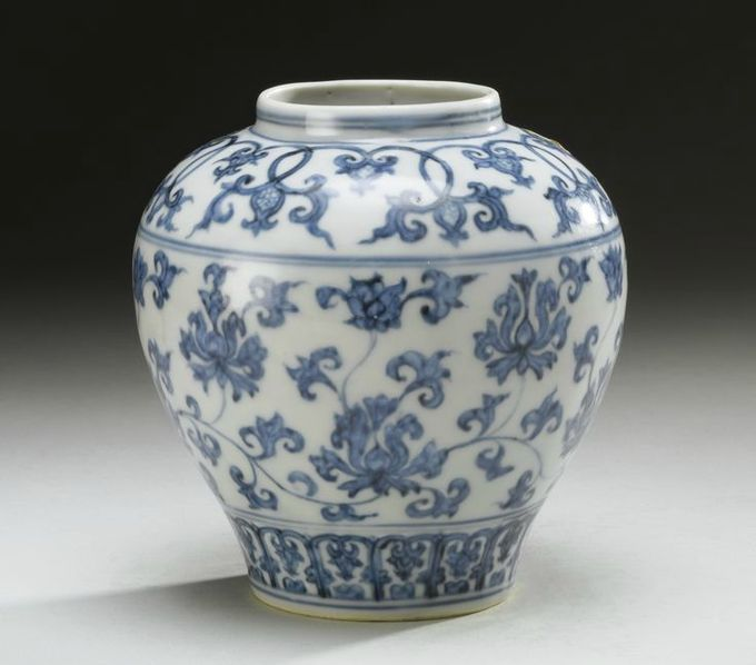 A Ming blue and white 'Lotus' jar, Ming dynasty, 15th-16th century