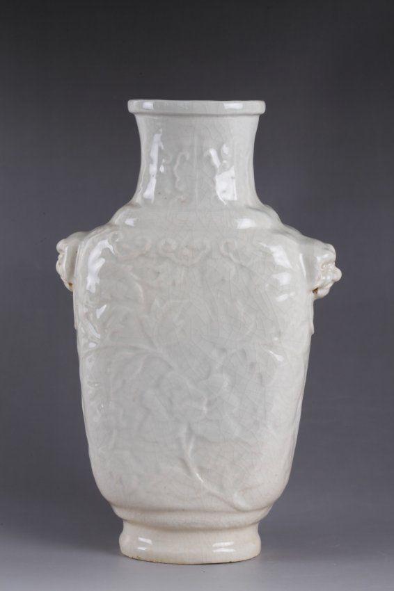 19th C. Chinese White Glazed Porcelain Vase Mark on Base Dimension: 9 3/8