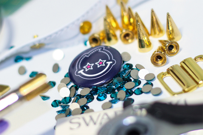 24. Making a white leather collar with golden spikes and turquoise crystals by Swarovski for a new
