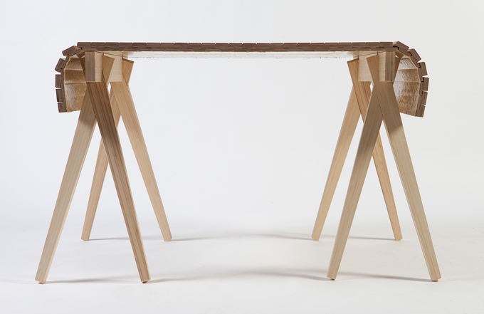 The length of this table can be adjusted, simply by moving the sawhorses back and forth