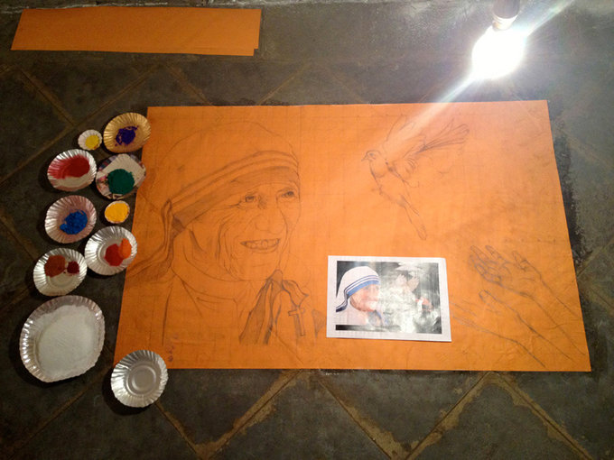 Process images:To begin with, the sketch is pasted on the floor.