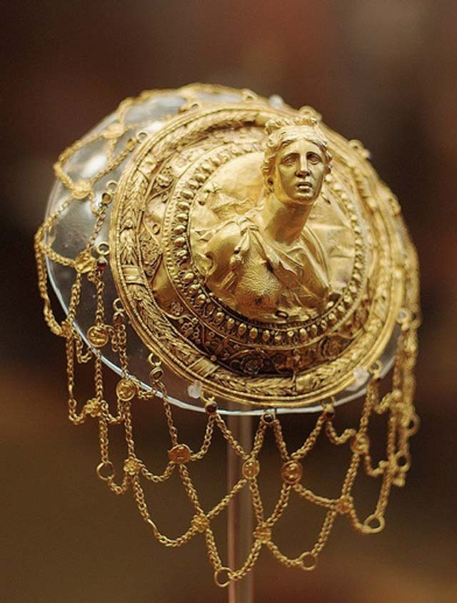 3rd century BC. Gold hairnet.  Source: National Archaeological Museum, Athens