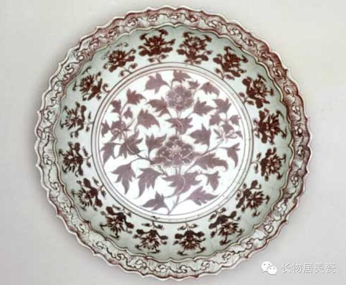 釉里红折枝牡丹纹花口盘