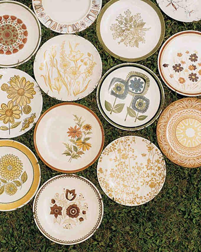 美丽的花草绘画盘子