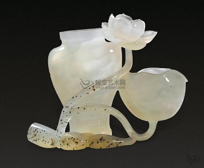 【中国传统玛瑙描金工艺】 玛瑙巧雕荷叶莲藕花插