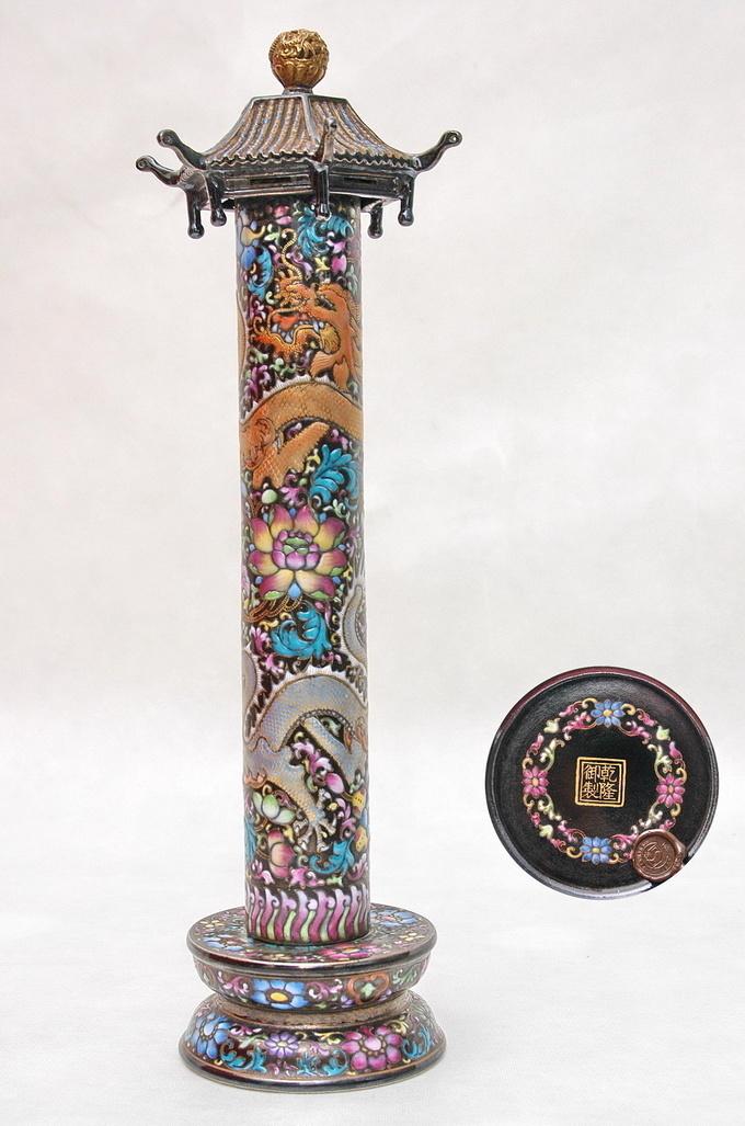 乾隆御制堆料珐琅彩龙纹笔架