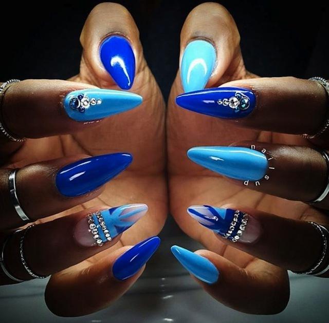 cobalt_and_light_blue_stiletto_blue_nail_design stiletto nail designs