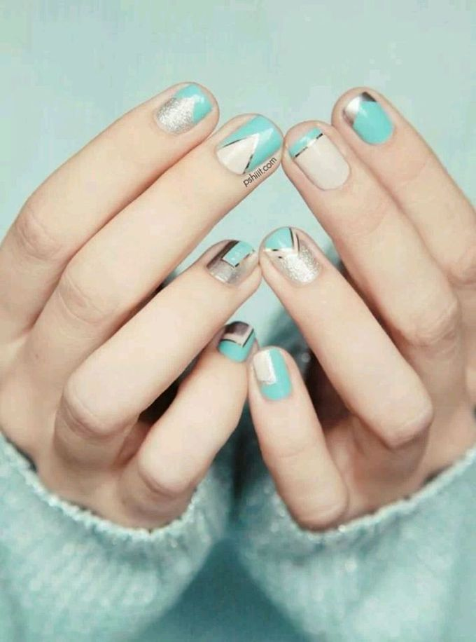 mint_and_gold_nail_design