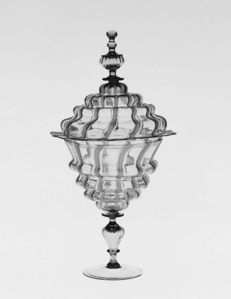 琉璃艺术|十九世纪末威尼斯 Antonio Salviati 造型繁复的琉璃制品。