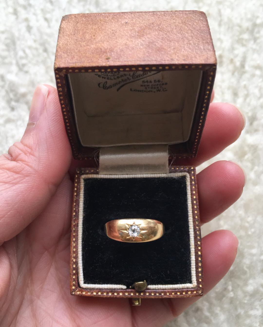 **SOLD**E D W A R D I A N  G Y P S Y  R I N G  This antique stunner is a US size 5 14, 18K yellow gold. Circa 1909, maker C.S. London and weighs more than 2 grams.  DM for pre-Etsy price! Antique chalcedony fob and leather ring box on sale in our Etsy shop. (Chain and tassel NFS). goldtassel