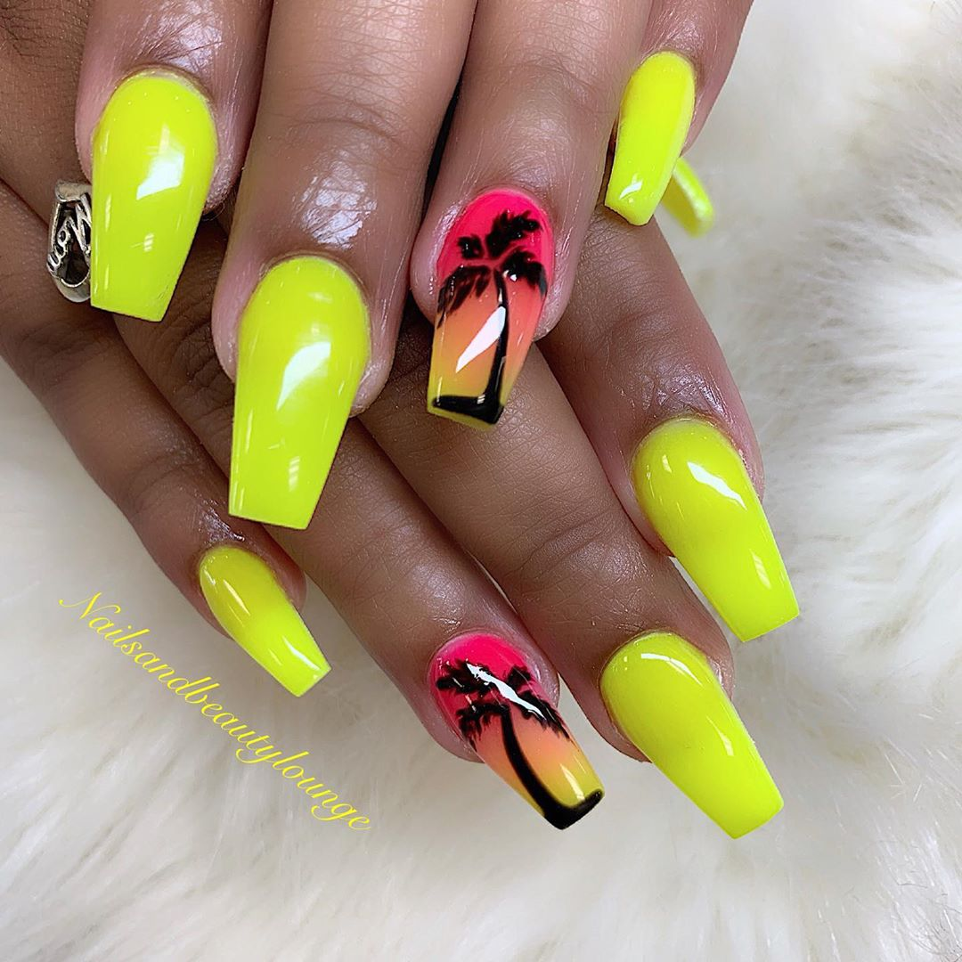 Glow in the dark neon for summer. ------nailsart