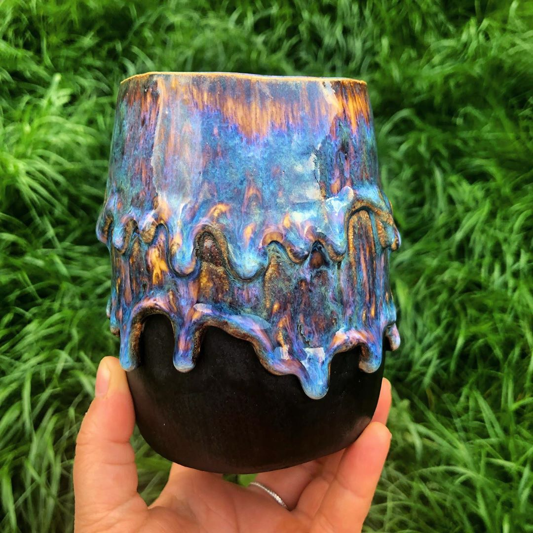 A vase in my new formula! Ah it was such a good kiln opening  I love the colours against the black!