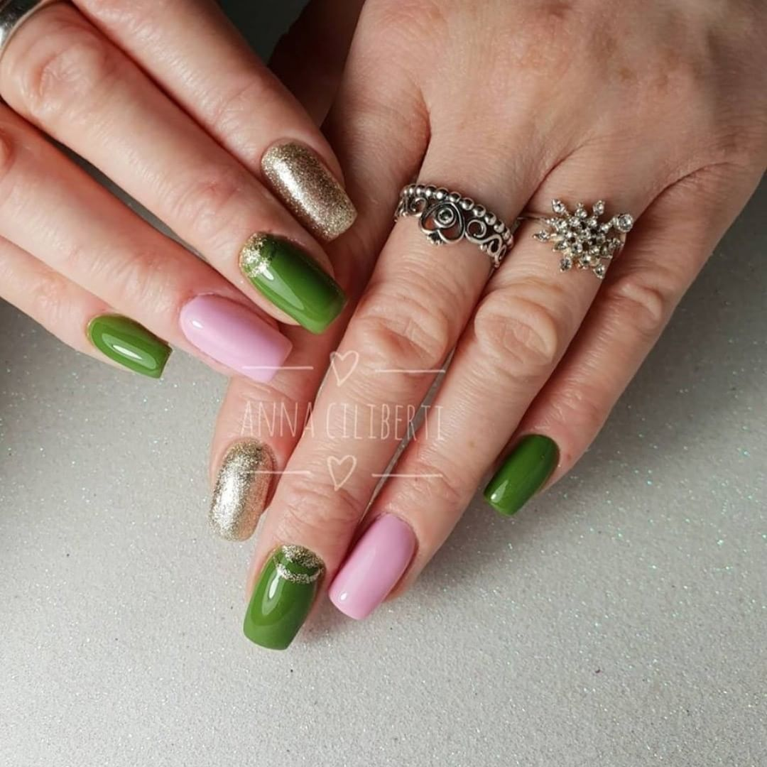 Daily show from Ciliberti.Have you tried putting pink and green on the same hand? 2810,2452 greennails