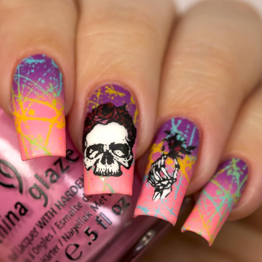 Skull mani?! YesssI used Feel the breeze, Gothic lolita, Float on, Dance baby, and stamped with SB056 plate and Eynails 2.ongle