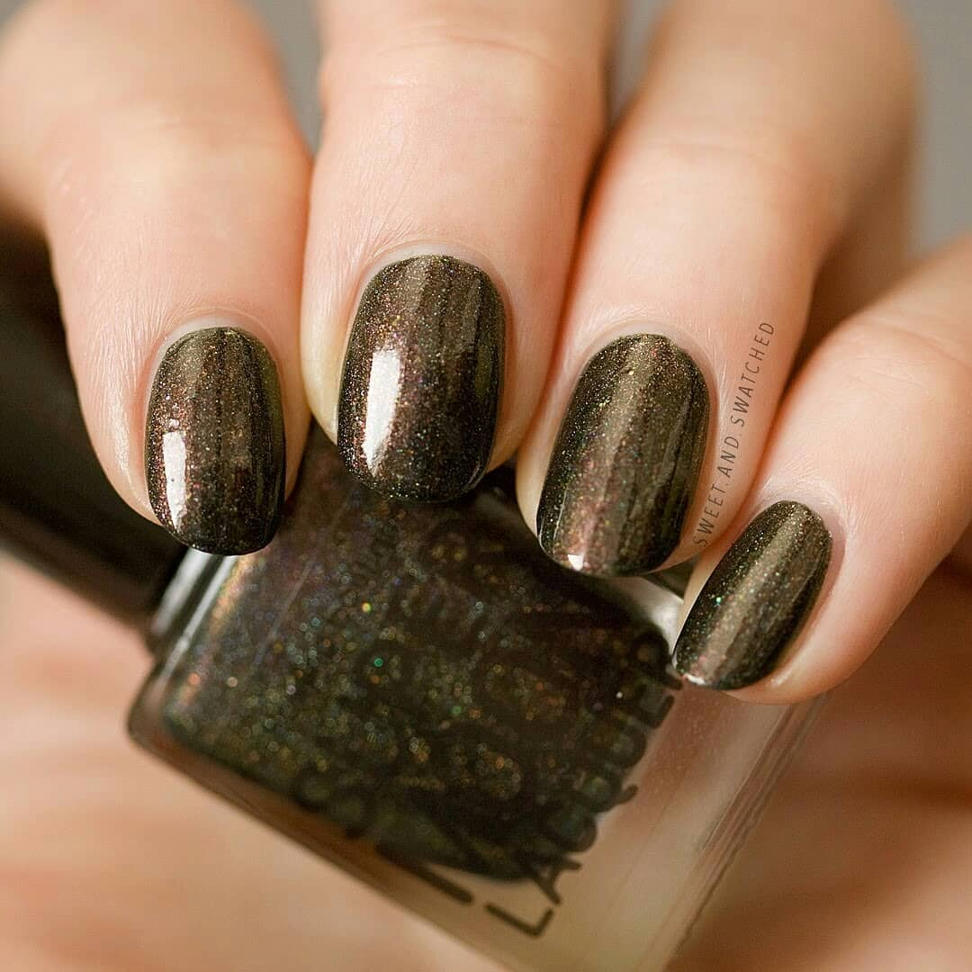 I can't even find the words to express how amazed I am by the depth and dimension in this gorgeous polish! This is Which Tastes Sweeter by from the February Sugar Rush theme.Swipe for more!!!indiepolish