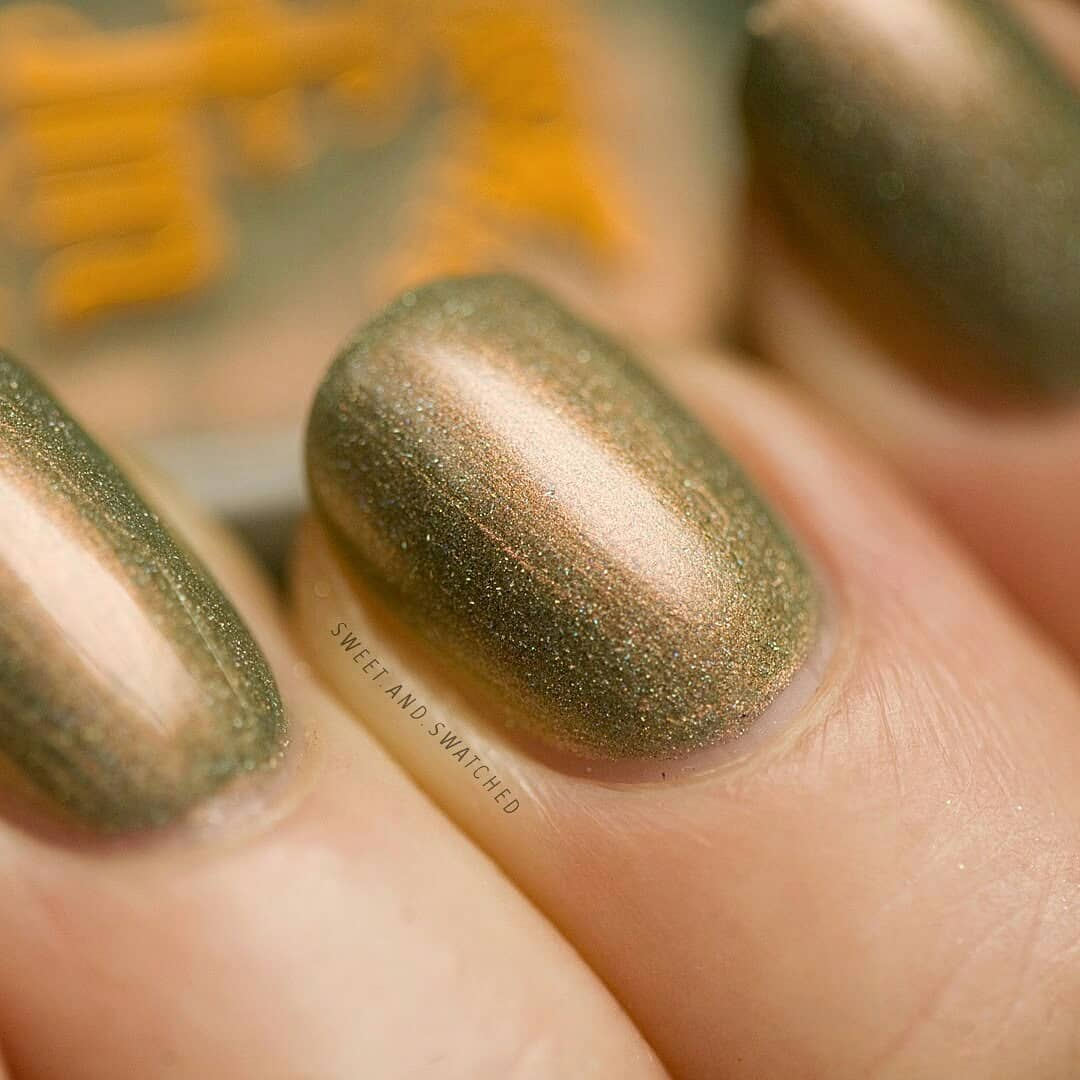 Here's my green mani for St. Patrick's Day! This beautiful sage green with copper glow is Jingle Your Bells Off by Swipe for more!stpatricksdaynails