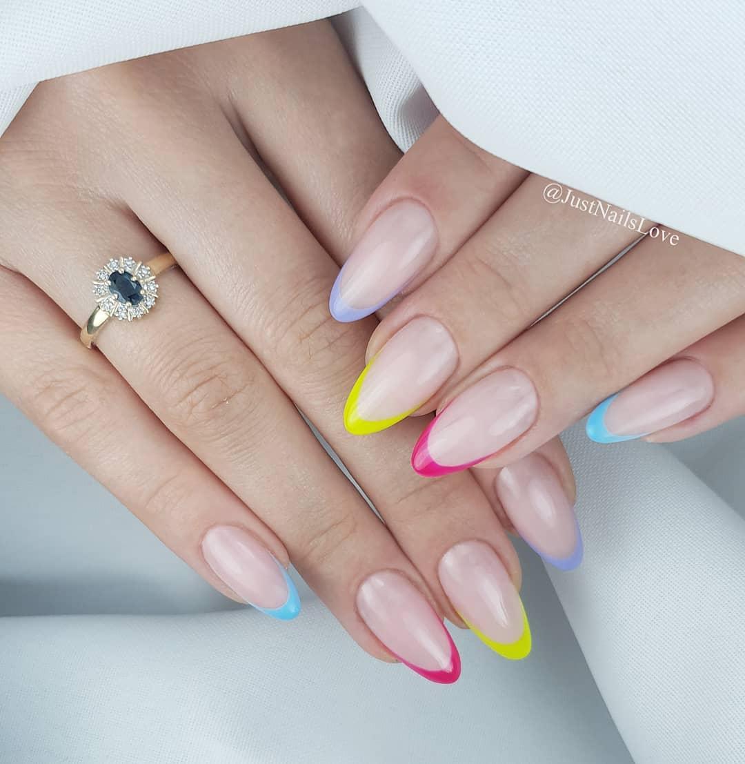 French nie zawsze musi by klasyczny  Rno kolorowy dodaje pazura dalej stylizacji Odwaysz si na taki manicure? Czy jednak wolisz french w klasycznym wydaniu? .lovenails