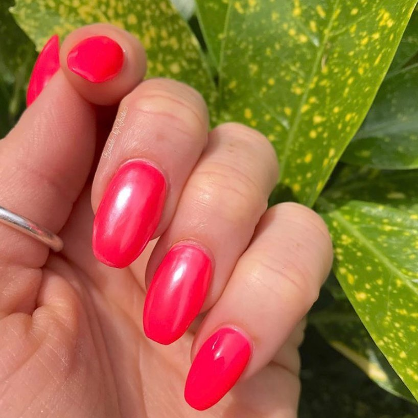 Allllll the summer vibes courtesy of and these gorgeous harmless ArtPro Express Gel Extensions finished with Neon Pink ...HotHotHot