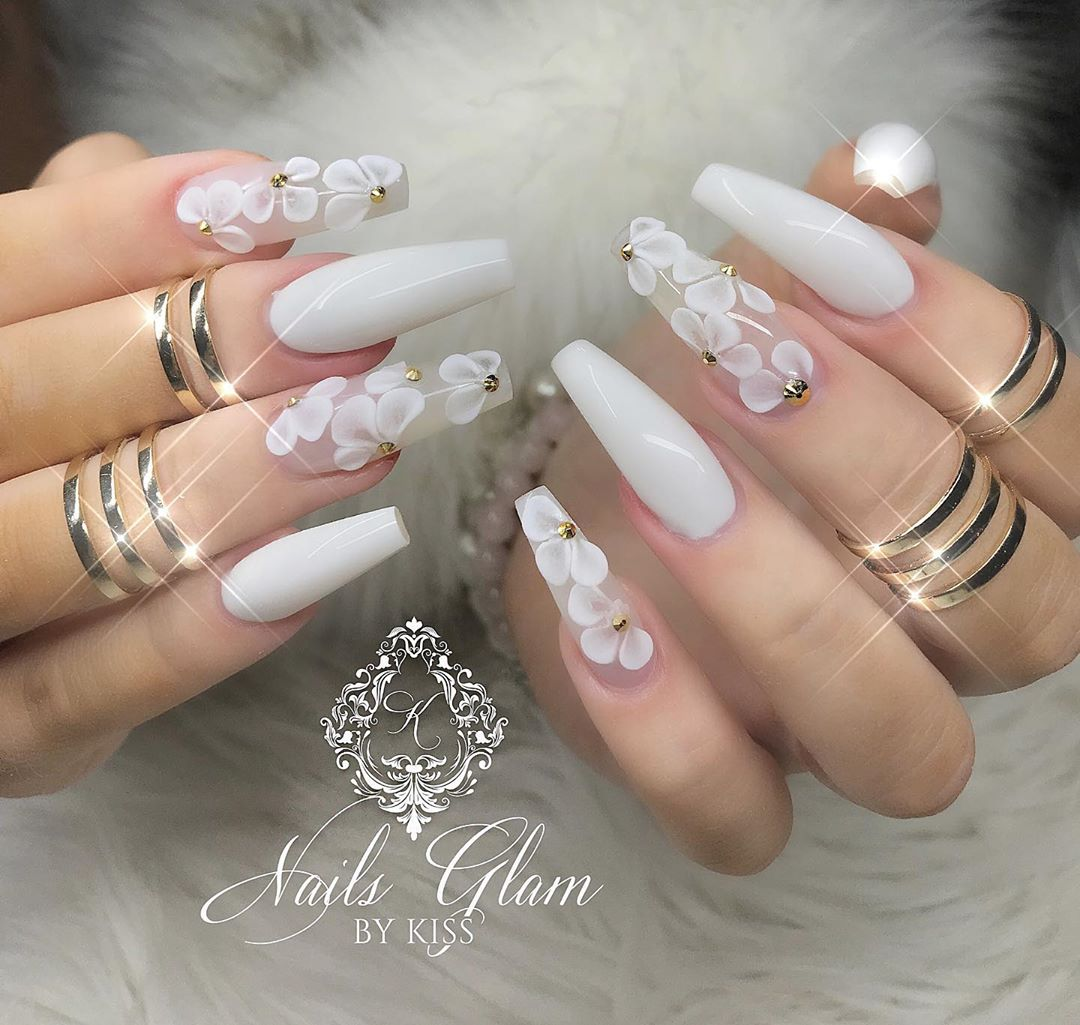 White flowers  ....ombrenails