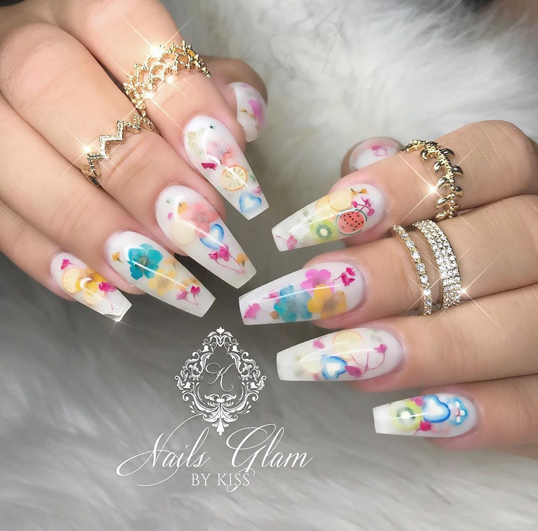 Milky flowers and fruit bath ....ombrenails