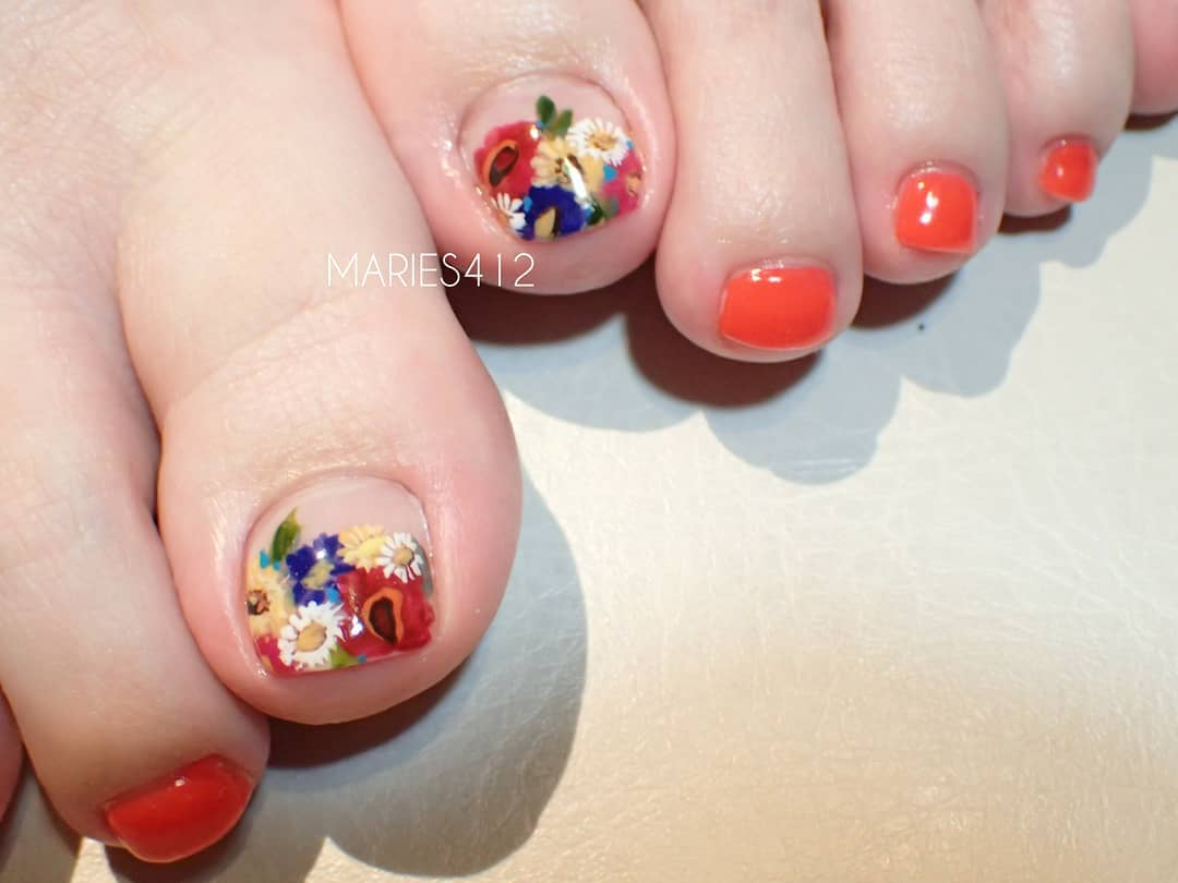 flowers on her pedi.bright red color is our faborite!pedi