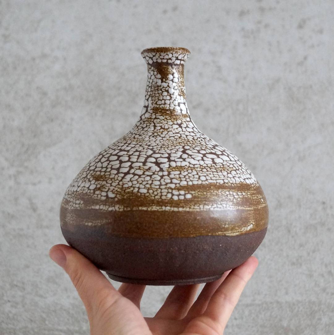 Happy FRIDAY!Here is the vase with my favorite textured glaze on dark claybody.Time goes by so quickly and easily. It was Monday yesterday and BOOM... it is Friday...I don't know that good or bad thing when time fly by so fast... pottery