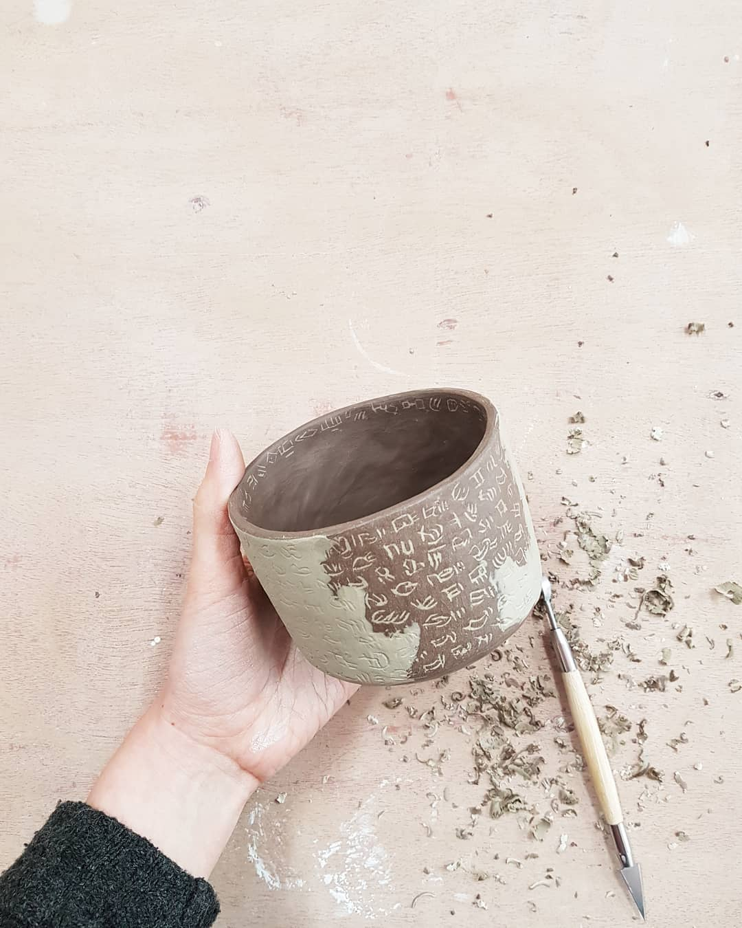 I love the feeling of scraping back the top layer of slip to reveal a pattern underneath..handbuiltpottery
