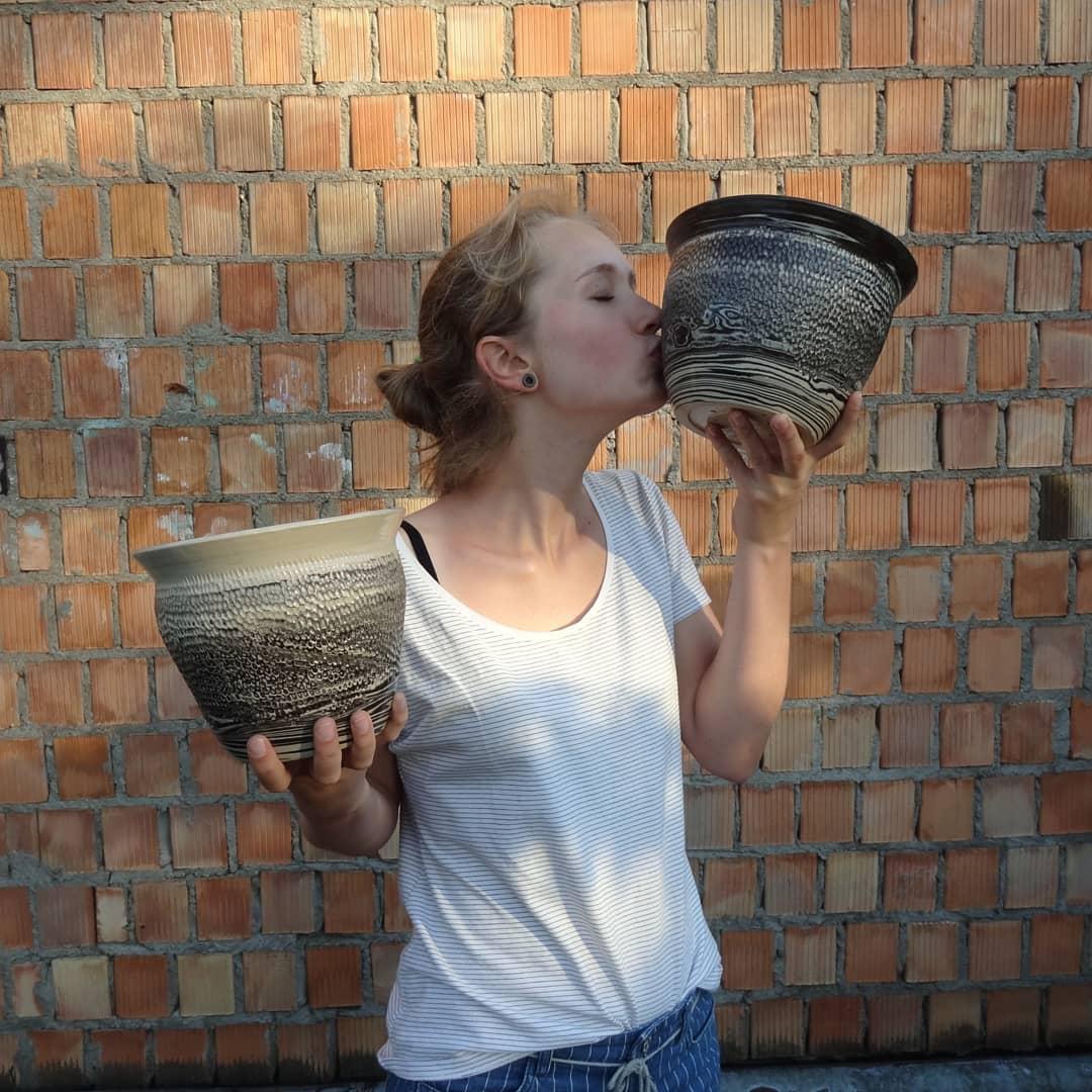 To ja i jedne z wikszych garw jakie zrobiam. Te doniczki to byo wyzwanko ale fajnie wyszy, podobaj mi si  dwa kolory gliny i szkliwo transparentne,,,,,,,,,,keramik