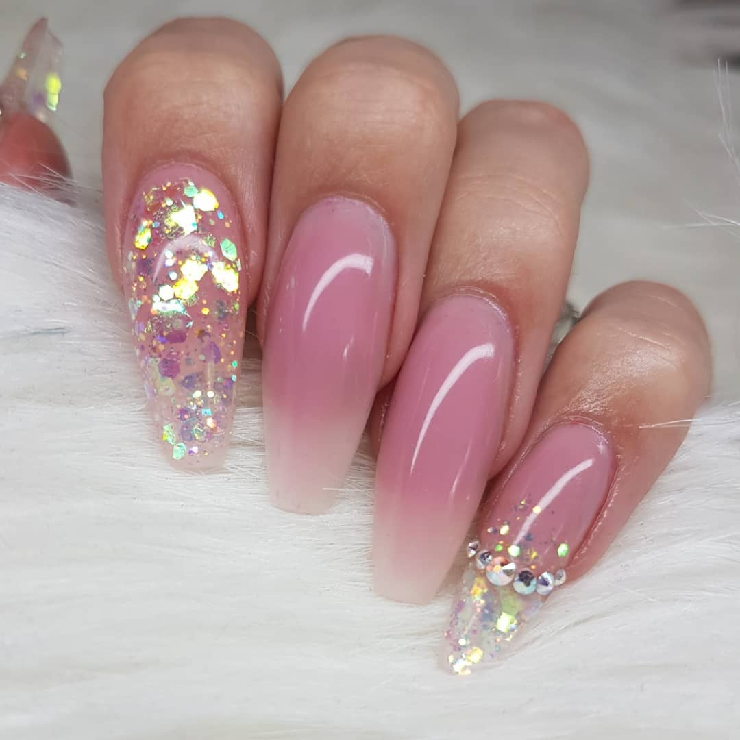 How pretty isn't the new glitter Fairy Good! from the 2019 summer collection? Nails made with productsFrom Products used: Fairy Good! Cover Pink 1-StepPink 1-StepEssentials:TackClear 1-StepNatural FiberSuper Shinyinstagramnails