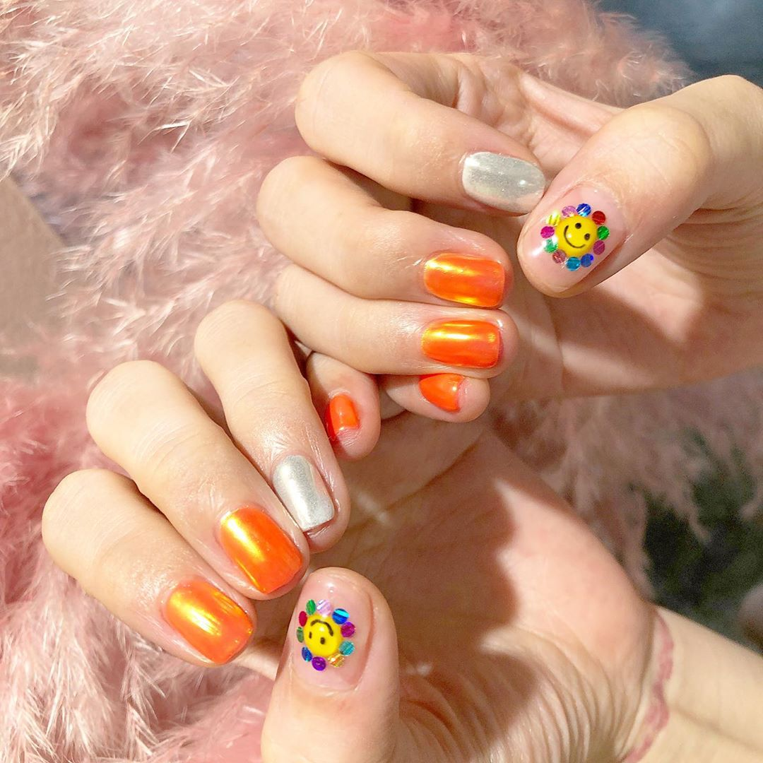 Orange Monday ...Welcome All The Nail Art LoverReservations please call: 096-669-2996 or Line: benbenz.bbNailart  Manicure  Pedicure  Spa services glitternails