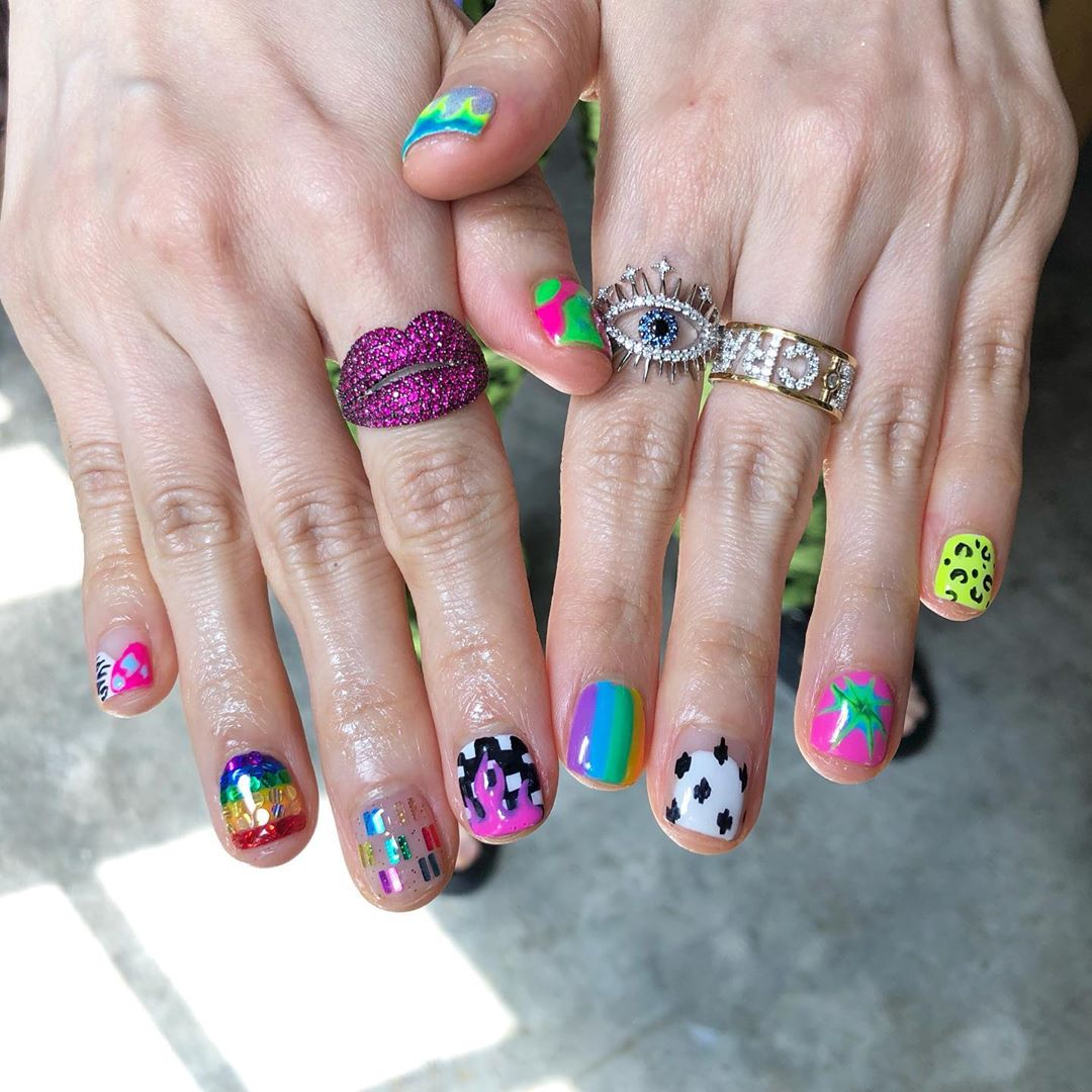 Boom ...Welcome All The Nail Art LoverReservations please call: 096-669-2996 or Line: benbenz.bbNailart  Manicure  Pedicure  Spa services glitternails