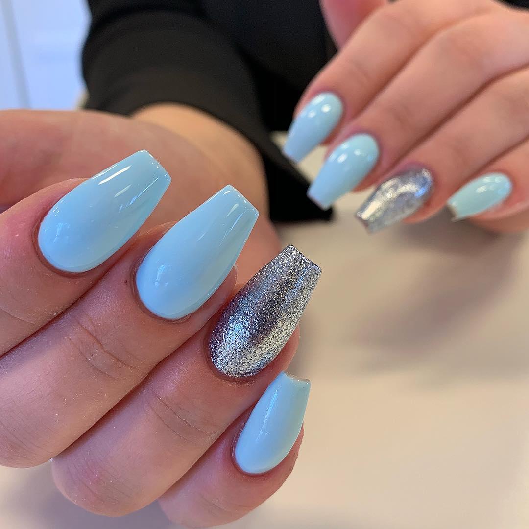 Light blue   naglarbynattis