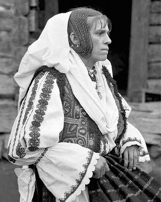 Today we celebrate the Universal day of the Romanian Blouse and the creativity of our ancestors. Every stitch formed on the Romanian blouse is a code, it tells you the story of its creator.The peasant woman embroiders her cloths with her soul. The hands are just obeying what her heart dictates as she prays to God: