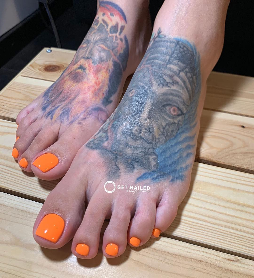 Sweet orange  Pedicure done by Margarita You can book your appointment on getnailed.co, through DM, WhatsApp +34 680 576 151 or simply by leaving a comment ..luxiogel