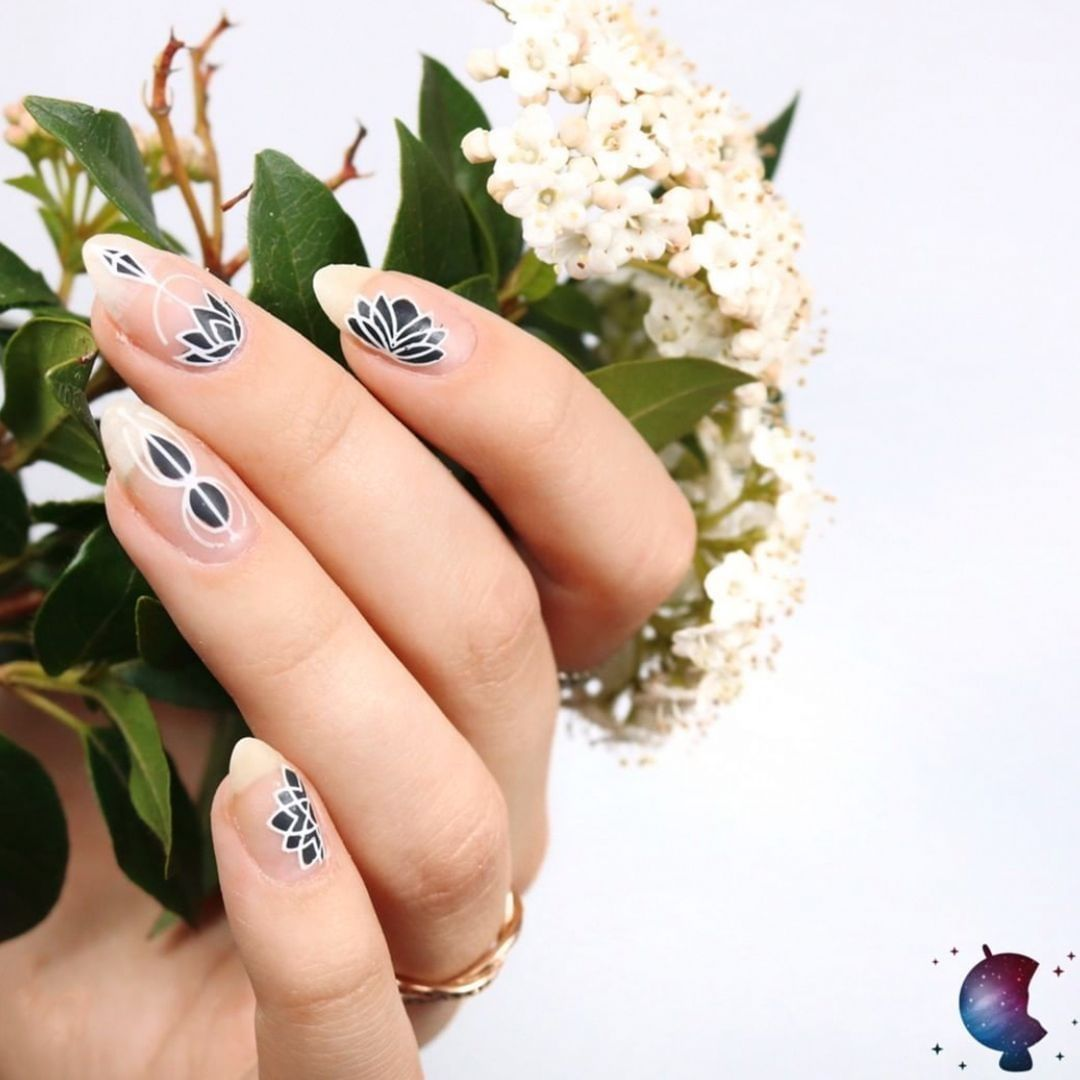 You can recreate this mani by using some of our best sellers!  Black Knight, White Knight and Minimal collection!Plates - Minimal 08nailstop
