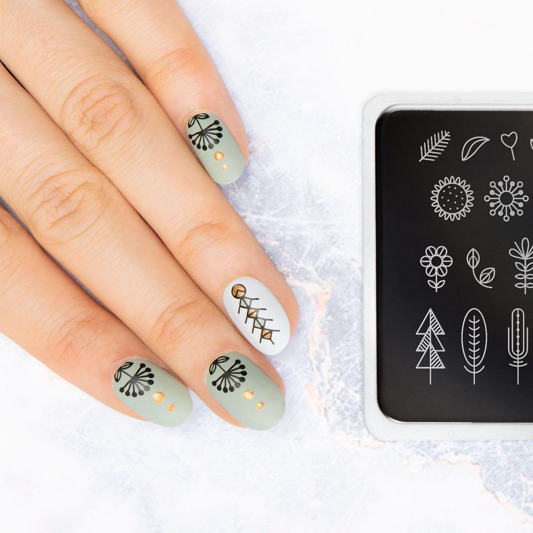 Specially made for hygge lovers, the NEW SCANDI PLATE has all those simple geometric designs that you love to do amazingly modern minimal nails!  Plates - Scandi 11 Polishes - Black Knight  Snowflake  Whiskey Sour  Olive Tree   mattenails