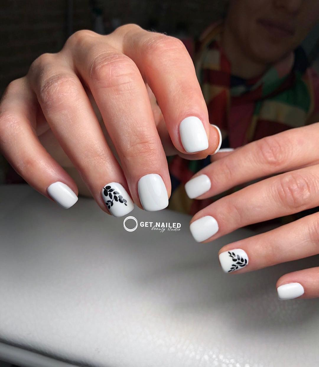 Plants on white Nails done by Corina LinuYou can book your appointment on getnailed.co, through DM, WhatsApp +34 680 576 151 or simply by leaving a comment ..luxiogel