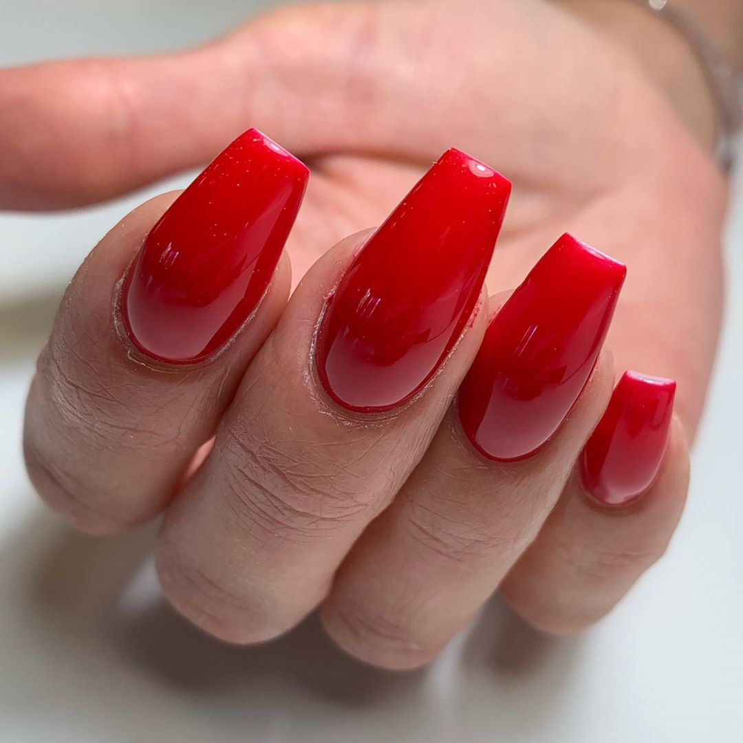 Scarlet red   naglarbynattis