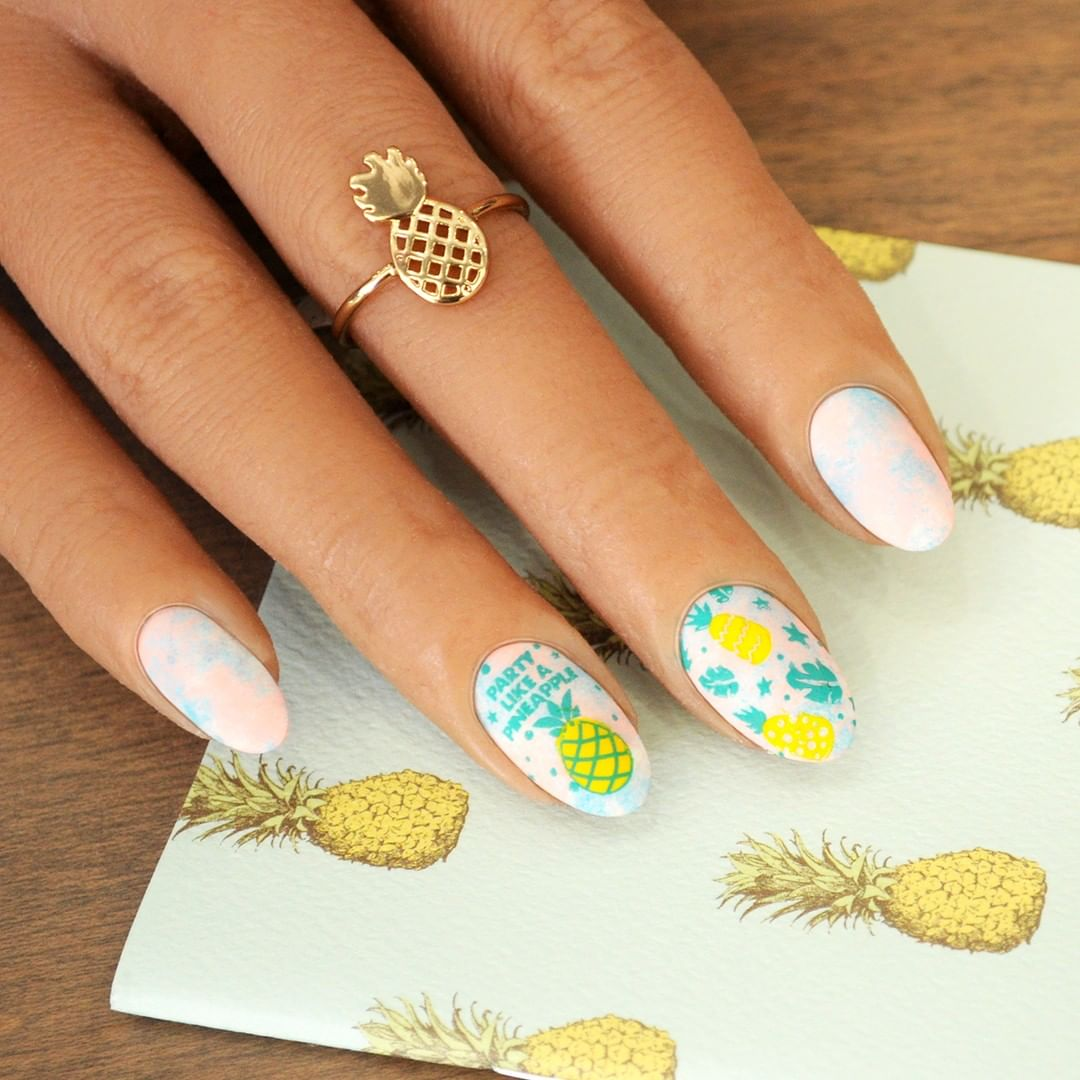 Give your fingertips a tropical getaway with this pastel pineapple mani from our Pineapple Whip Starter Kit. vacay