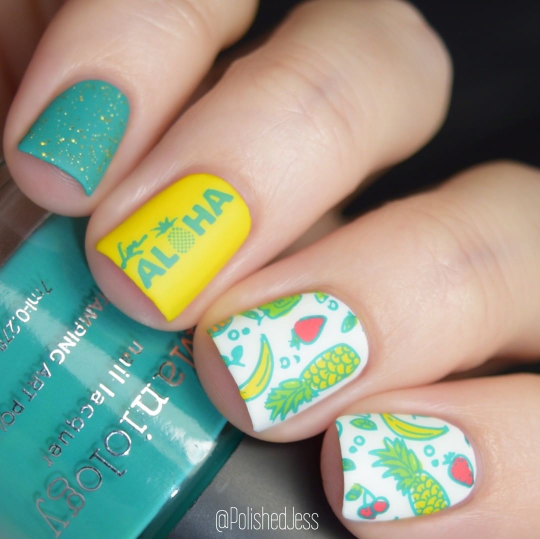 is spreading the aloha spirit with this tropical mani. Comment some pineapples if you're looking forward to summer weather. : luckywelivehawaii