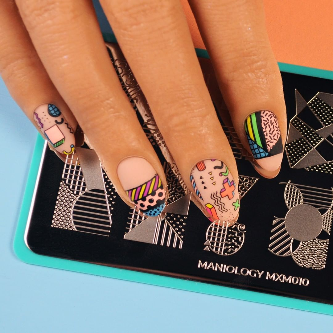 Flashback Friday vibes with this geometric manicure from our Memphis Modern Mani x Me.