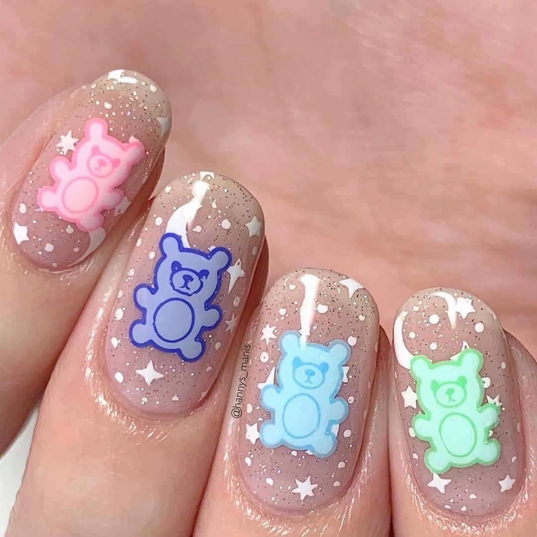 How cuuuute are these gummy bear nails from our collaboration plate? nageldesign