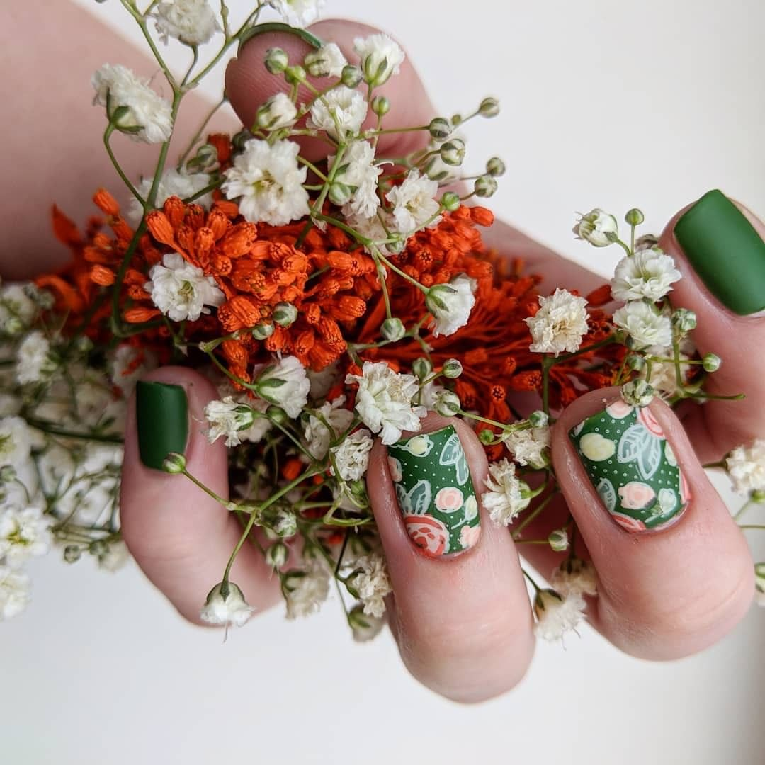 The perfect mani for a spring afternoon. looking beautiful with her bouquet mani using our spring occasion plate, Bunny Hop (m048). nailartwow