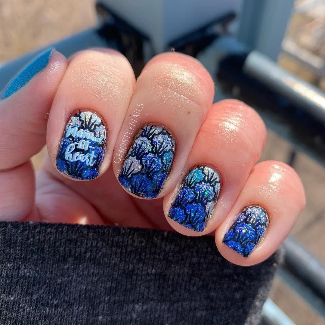 Oh my gosh. How cute is this seashell mani by Tag someone who would rock this manicure.  bluenails