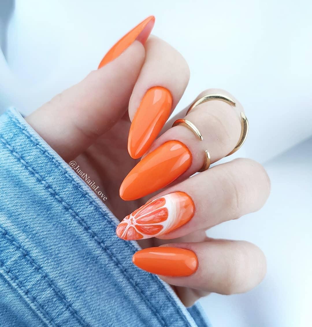 Kolor Pomaraczowa Salsa to wibrujcy i intensywny pomaraczowy neon z delikatn domieszk biaych nut. To apetyczny kolor, ktry zdecydowanie przywodzi na myl wakacyjny poranek W roli gwnej kolor 1174.Podoba Ci si tak wakacyjny manicure?.manihybrydowy